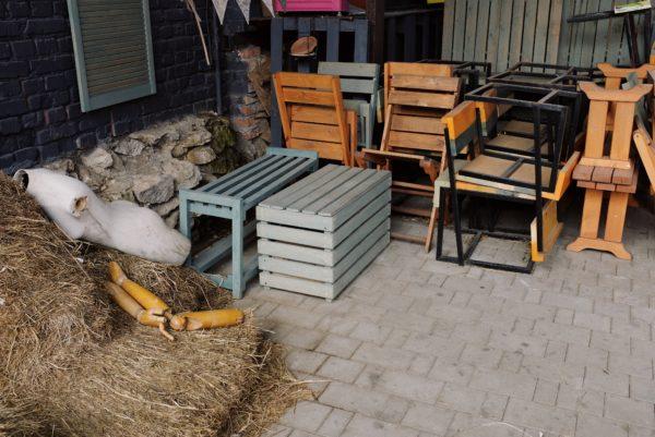 Склад старой мебели